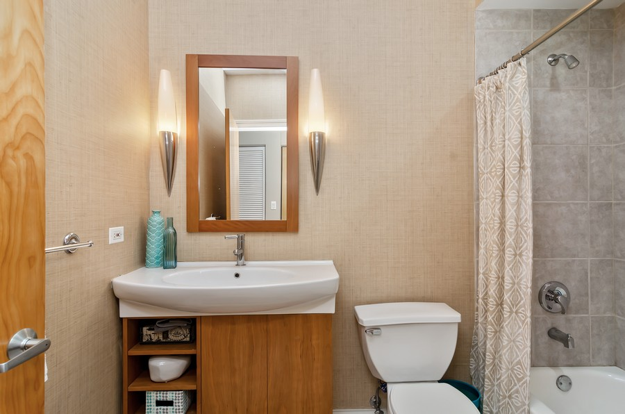 Real Estate Photography - 1444 N Orleans St, Unit 7B, Chicago, IL, 60610 - Bathroom