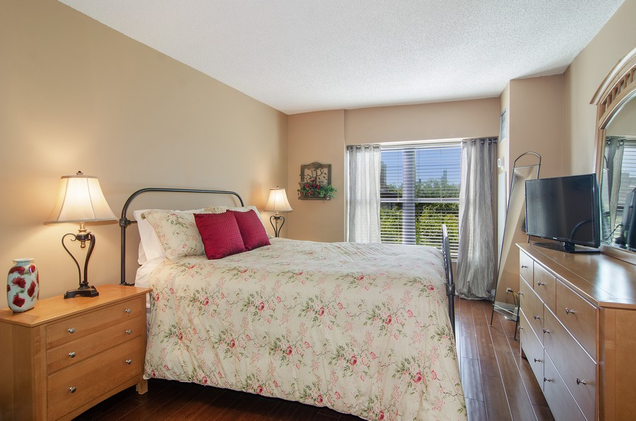 Real Estate Photography - 350 W Belden, Unit 406, Chicago, IL, 60614 - Master Bedroom