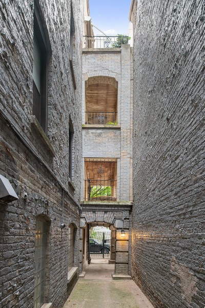 Real Estate Photography - 1234 N Dearborn St, Unit CH, Chicago, IL, 60610 - Courtyard