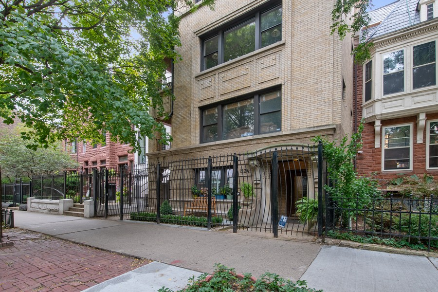 Real Estate Photography - 1234 N Dearborn St, Unit CH, Chicago, IL, 60610 - Facade
