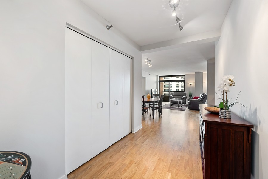 Real Estate Photography - 1160 S Michigan Ave, Unit 3304, Chicago, IL, 60605 - Foyer
