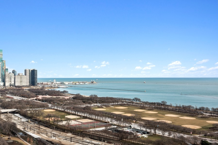 Real Estate Photography - 1160 S Michigan Ave, Unit 3304, Chicago, IL, 60605 - Lake View