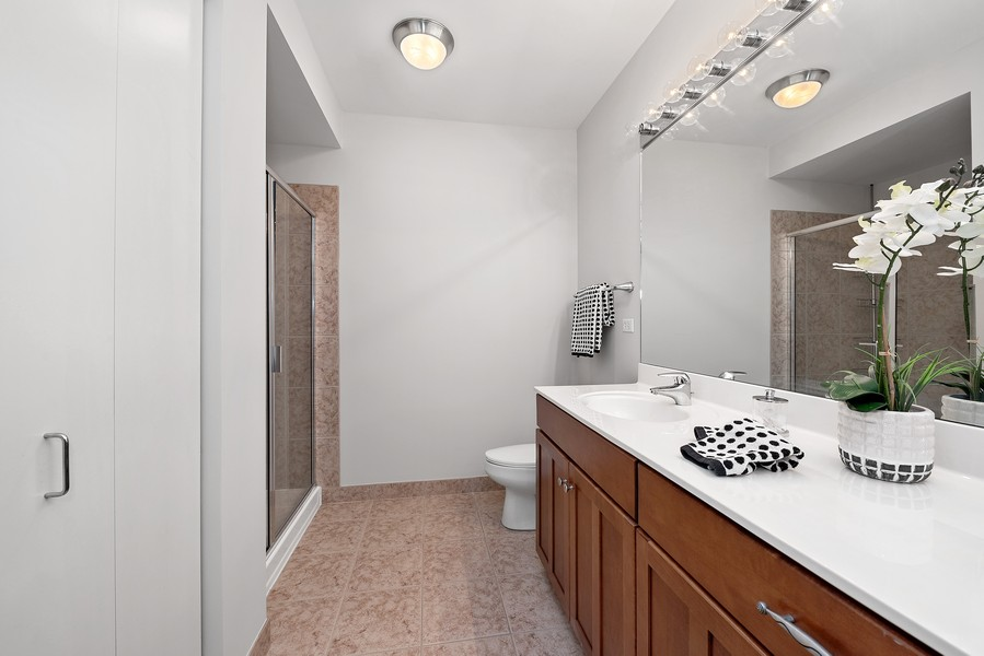 Real Estate Photography - 1160 S Michigan Ave, Unit 3304, Chicago, IL, 60605 - 2nd Bathroom