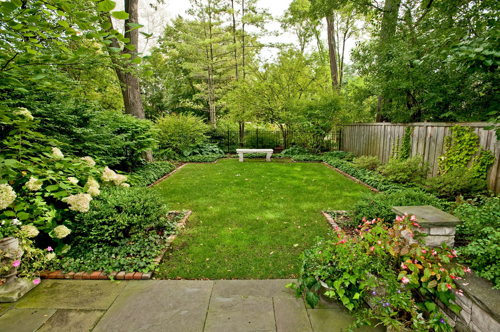 Real Estate Photography - 1161 Laurel, Winnetka, IL, 60093 - Side Yard