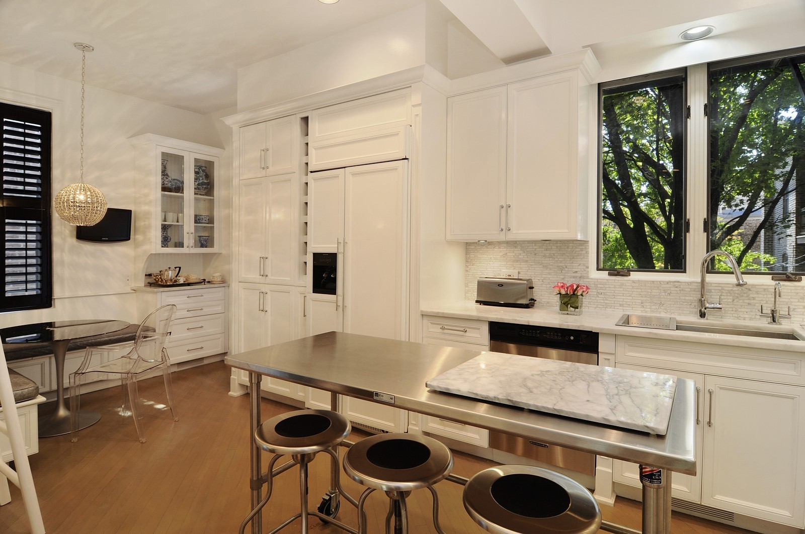 Real Estate Photography - 855 W Webster, Chicago, IL, 60614 - Kitchen