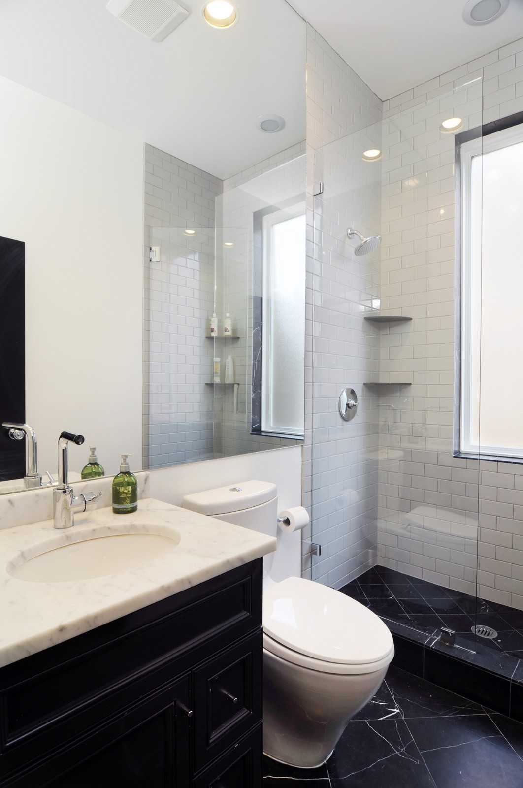 Real Estate Photography - 855 W Webster, Chicago, IL, 60614 - Bathroom off 2nd bedroom