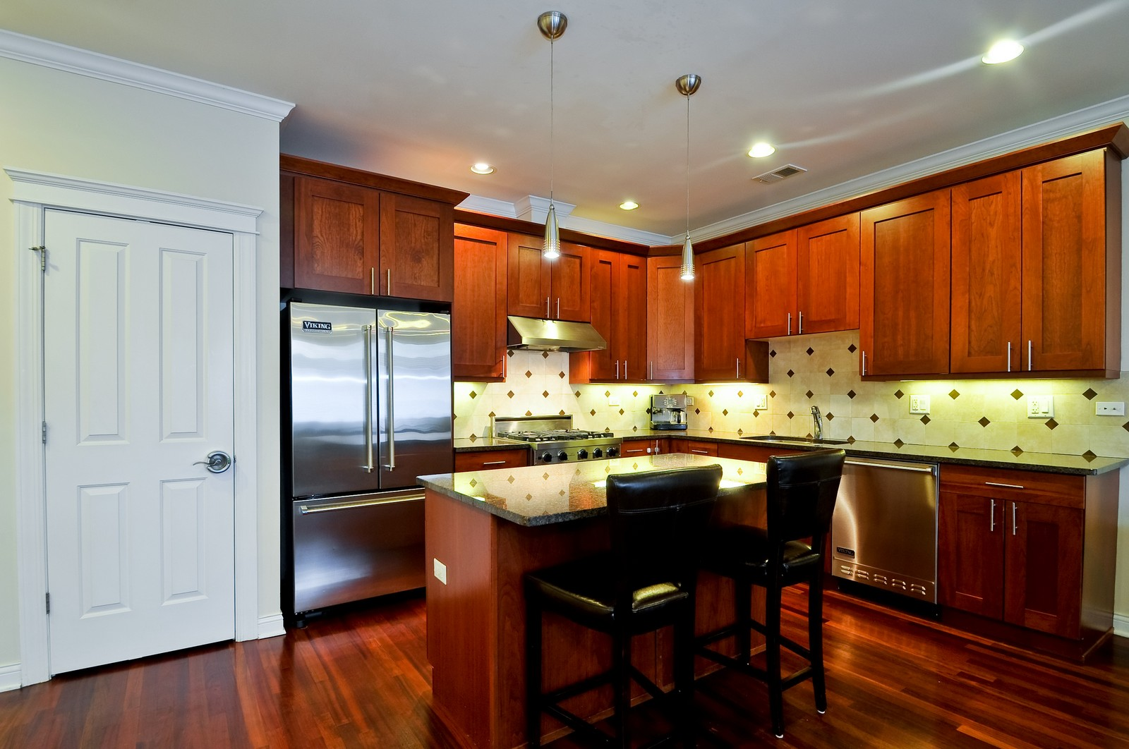 Real Estate Photography - 3056 N Clybourn, Unit 2N, Chicago, IL, 60618 - Kitchen