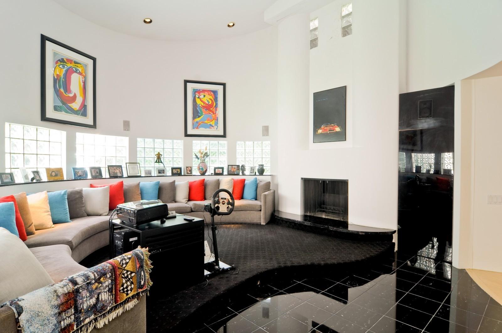 Real Estate Photography - 4 Dunsinane, Bannockburn, IL, 60015 - Family Room