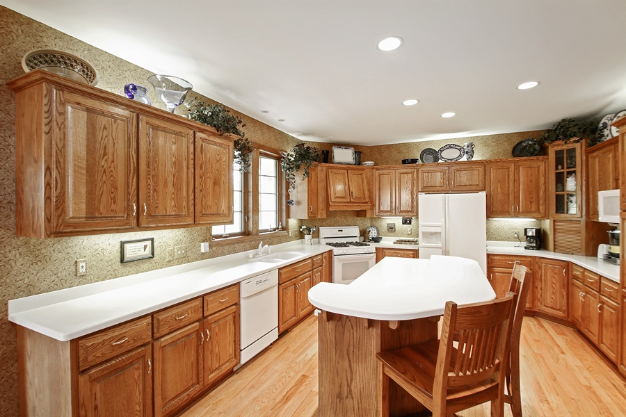 Real Estate Photography - W295 S 5278 Holiday Oak Ct, Genesee Depot, WI, 53127 - Kitchen