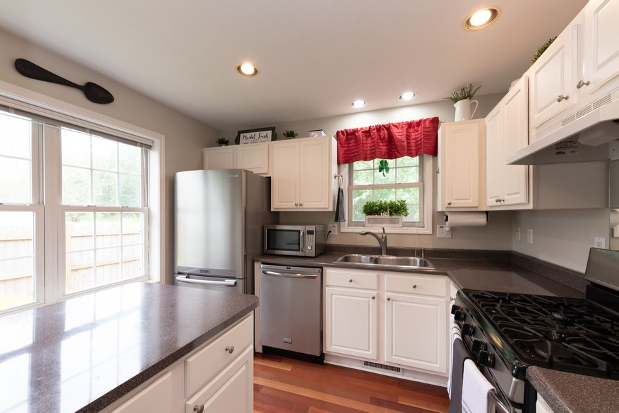 Real Estate Photography - 923 Essex Dr, Chesterton, IN, 46304 - Kitchen