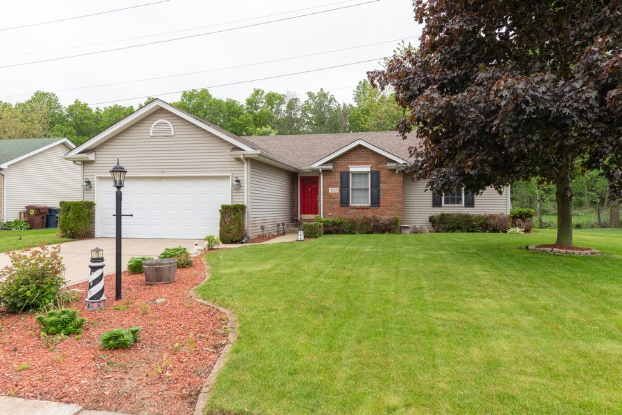Real Estate Photography - 923 Essex Dr, Chesterton, IN, 46304 - Front View