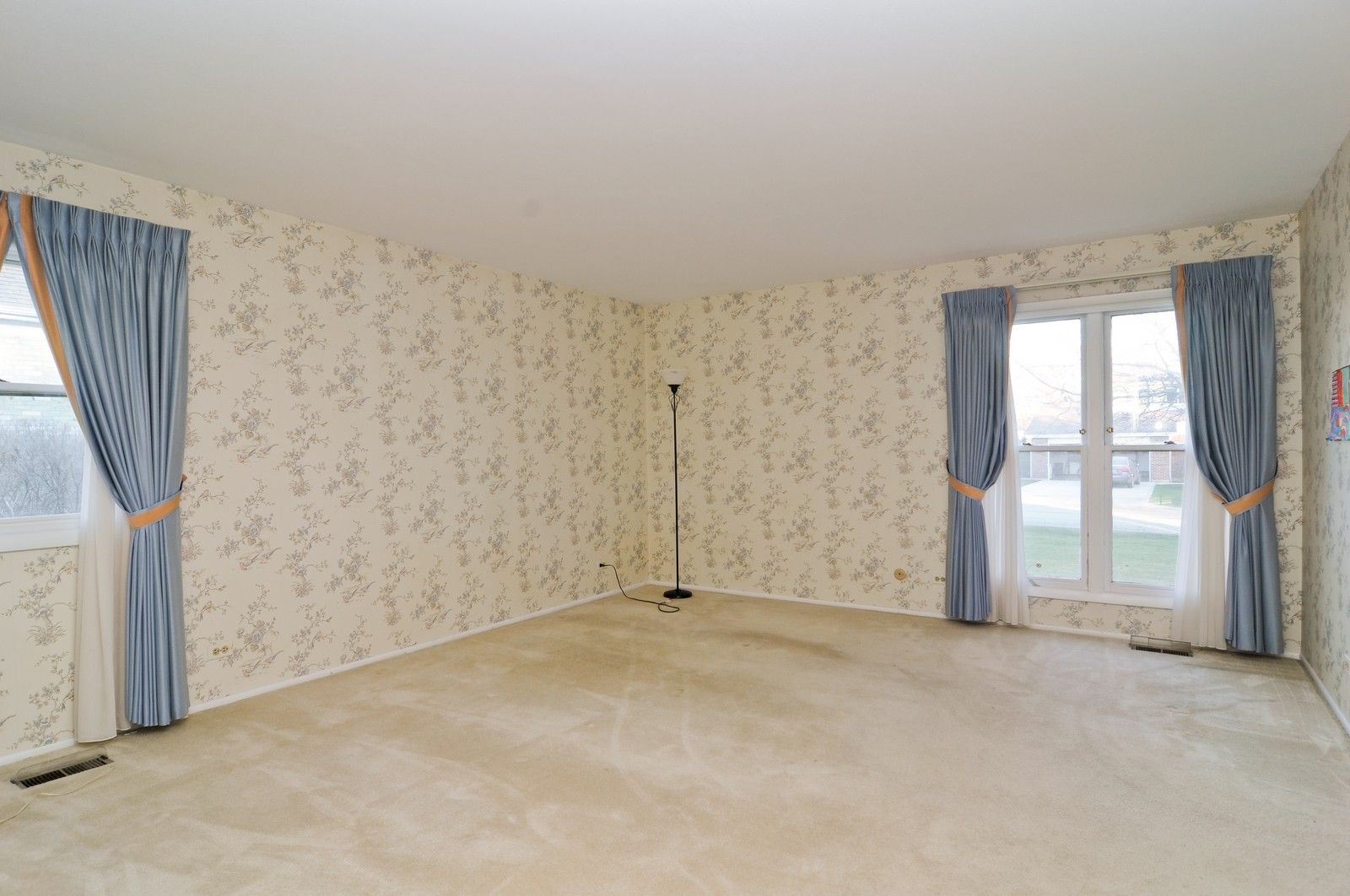 Real Estate Photography - 540 Brighton Ln, Palatine, IL, 60067 - Master Bedroom