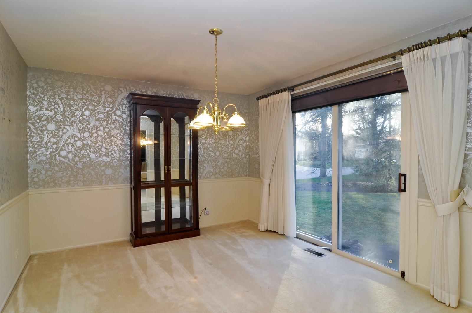 Real Estate Photography - 540 Brighton Ln, Palatine, IL, 60067 - Dining Room