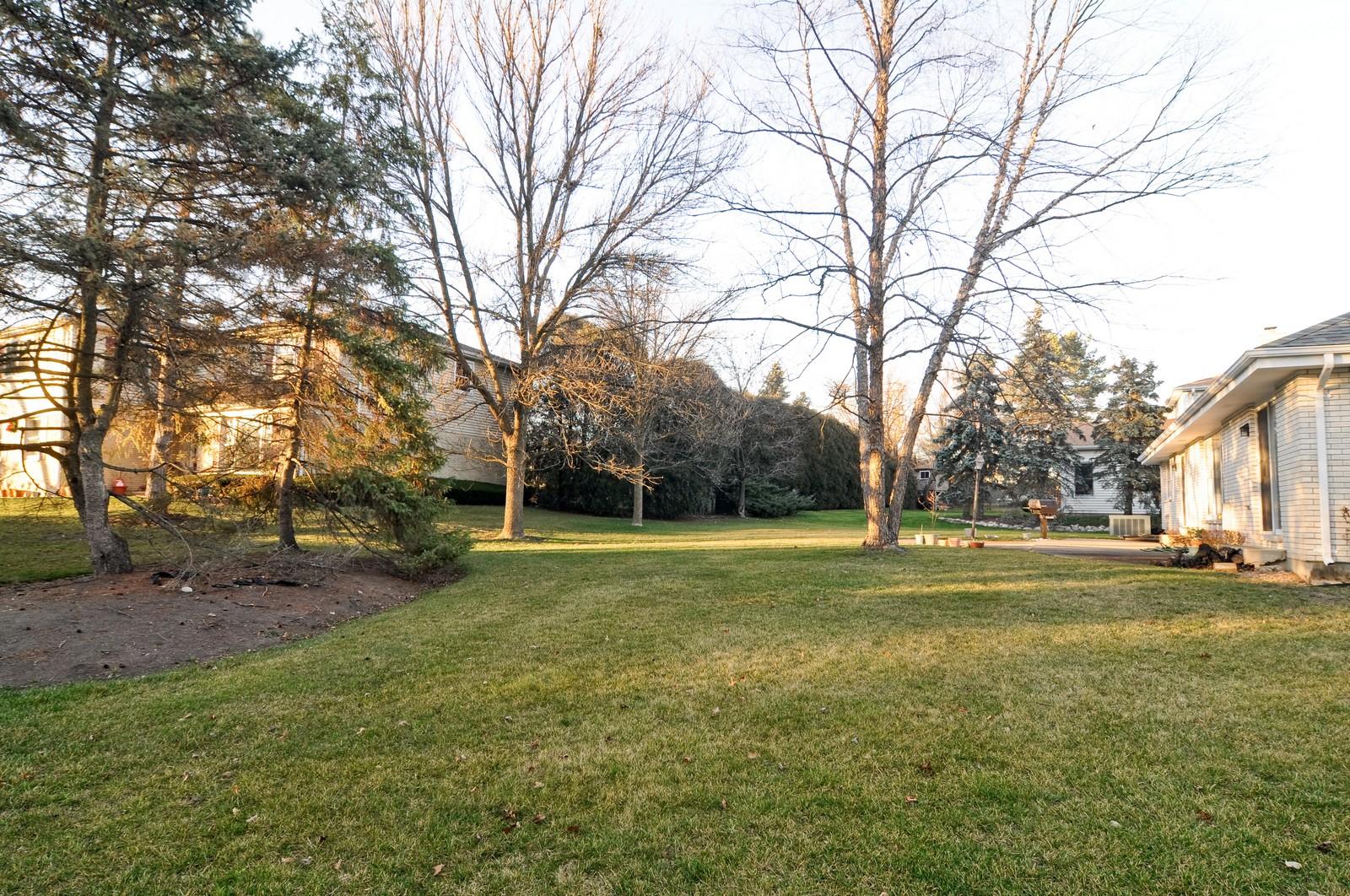 Real Estate Photography - 540 Brighton Ln, Palatine, IL, 60067 - Back Yard