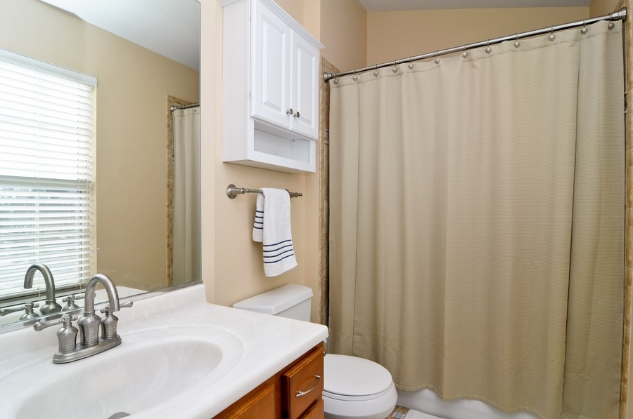 Real Estate Photography - 286 Robertson, Palatine, IL, 60067 - Bathroom