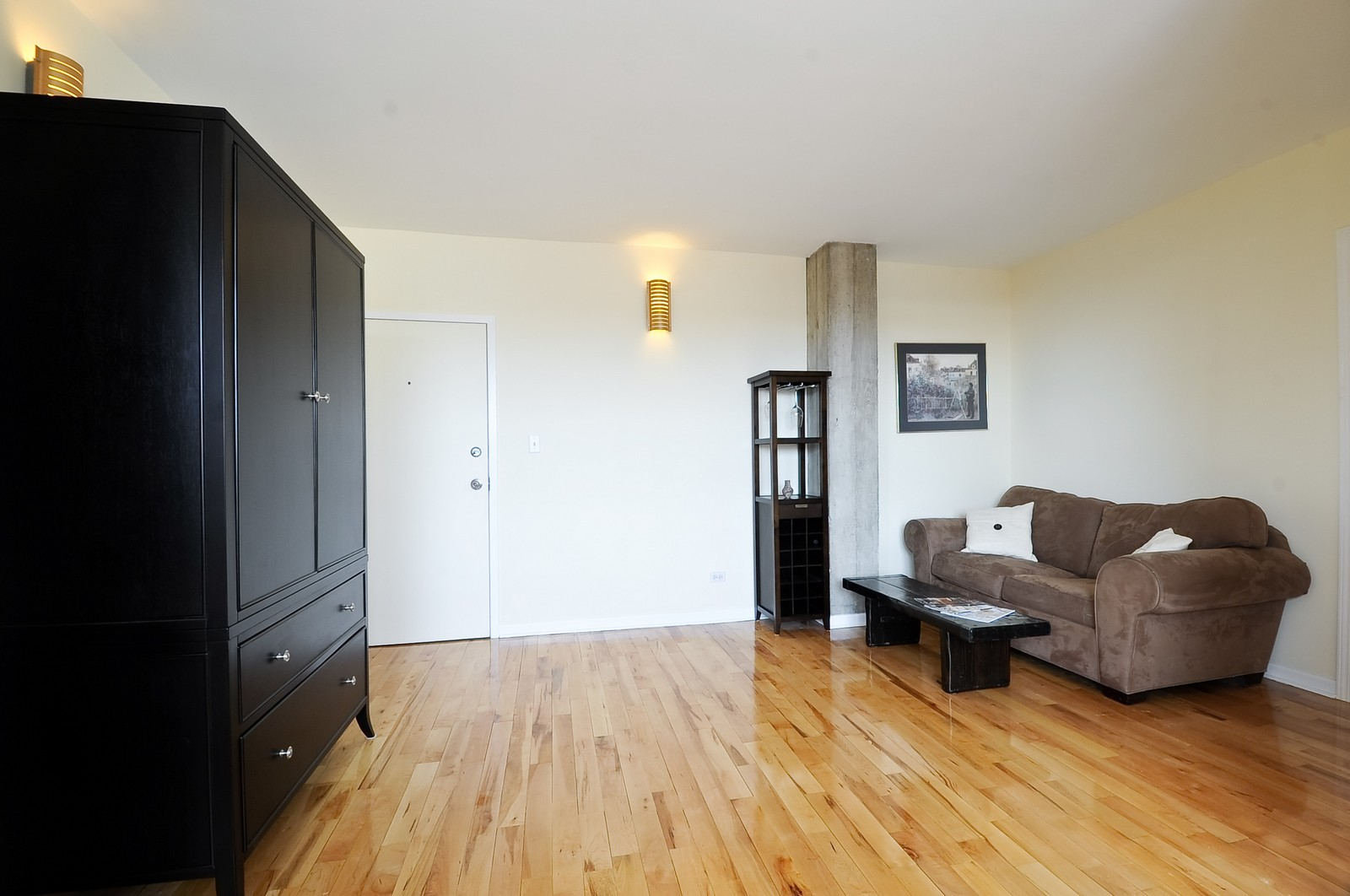 Real Estate Photography - 4630 North Beacon, #4B, Chicago, IL, 60640 - Living Room