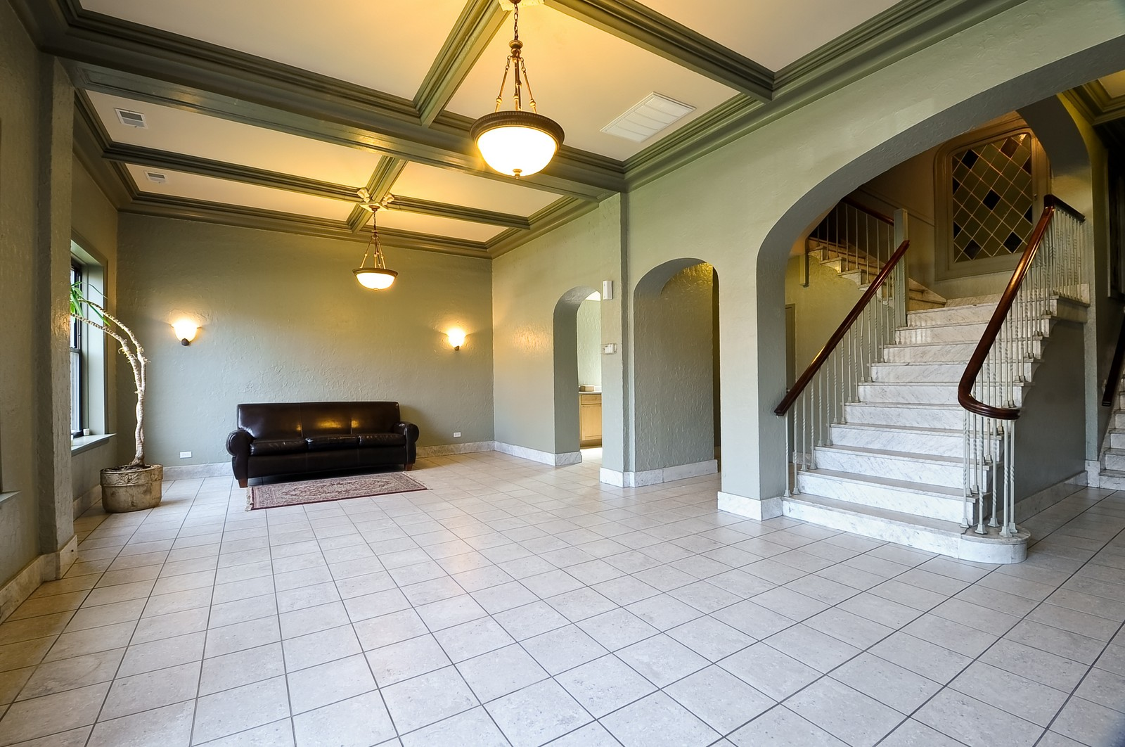 Real Estate Photography - 4630 North Beacon, #4B, Chicago, IL, 60640 - Lobby