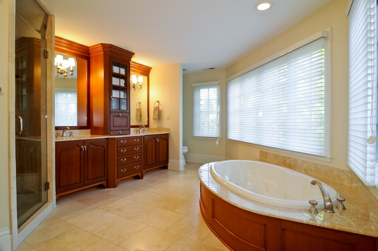Real Estate Photography - 685 N. Forest Avenue, Glen Ellyn, IL, 60137 - Master Bathroom