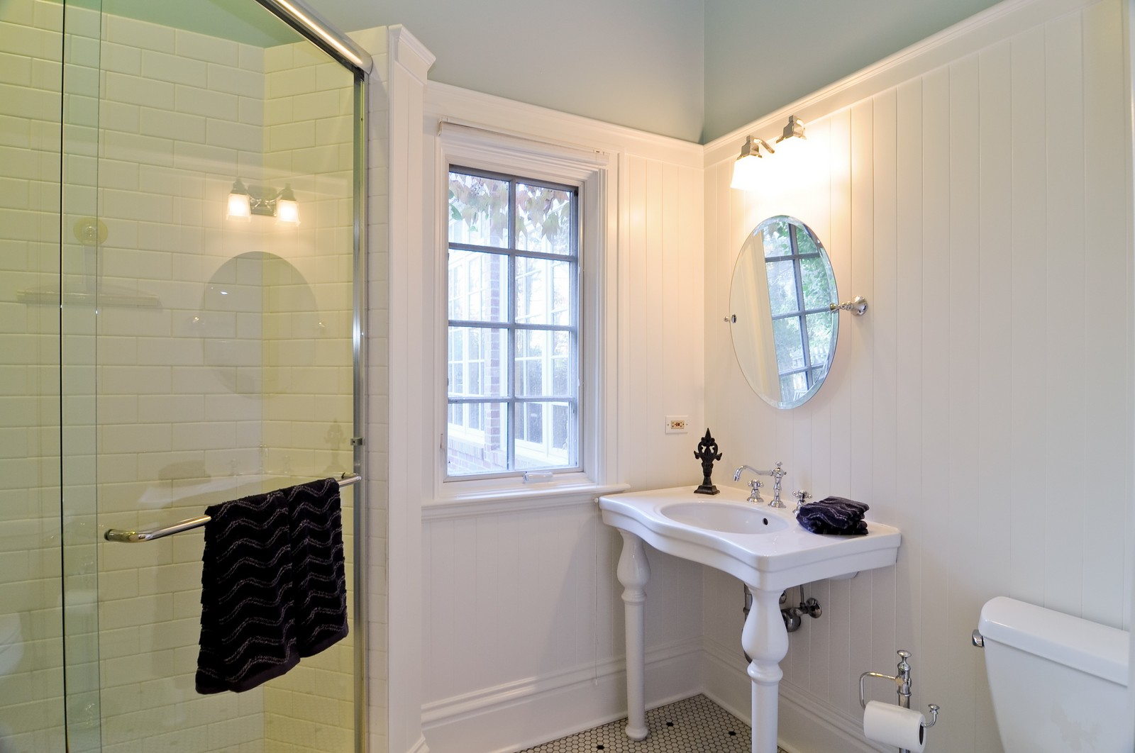 Real Estate Photography - 685 N. Forest Avenue, Glen Ellyn, IL, 60137 - 2nd Bathroom