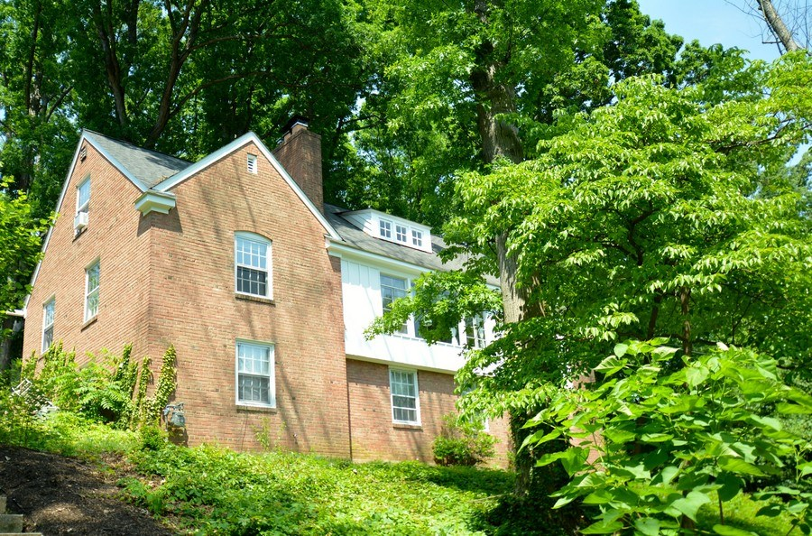 Real Estate Photography - 918 W. Timber Branch Pkwy., Alexandria, VA, 22302 - Side View
