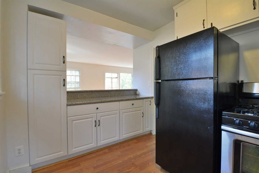 Real Estate Photography - 918 W. Timber Branch Pkwy., Alexandria, VA, 22302 - Kitchen