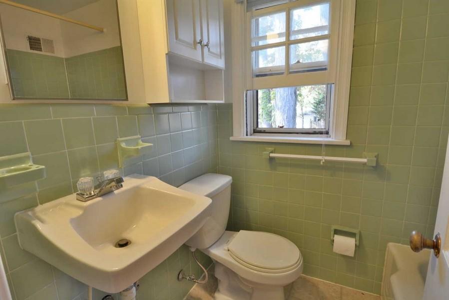 Real Estate Photography - 918 W. Timber Branch Pkwy., Alexandria, VA, 22302 - Bathroom