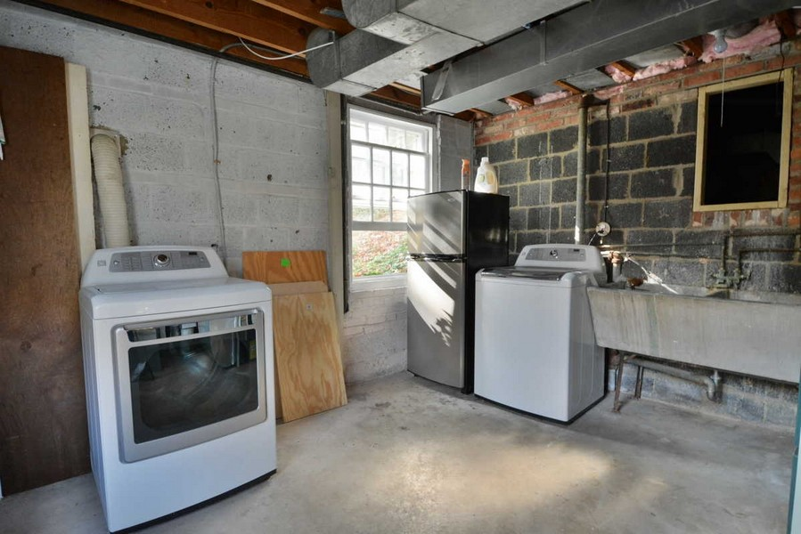 Real Estate Photography - 918 W. Timber Branch Pkwy., Alexandria, VA, 22302 - Laundry