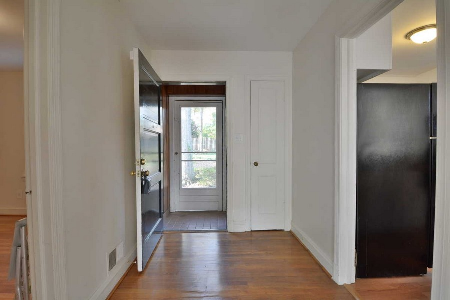 Real Estate Photography - 918 W. Timber Branch Pkwy., Alexandria, VA, 22302 - Entry