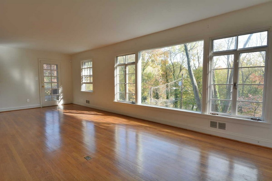 Real Estate Photography - 918 W. Timber Branch Pkwy., Alexandria, VA, 22302 - Living Room