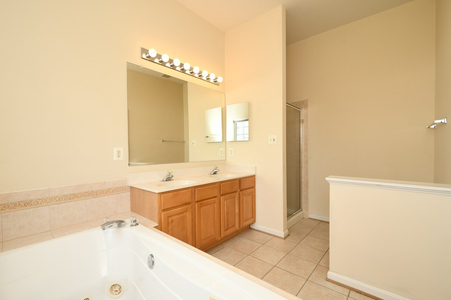 Real Estate Photography - 678 McLeary Sq, Leesburg, VA, 20175 - Master Bathroom