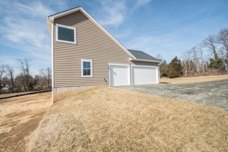 Real Estate Photography - 40877 Yakey Ln, Lovettsville, VA, 20180 - Side View