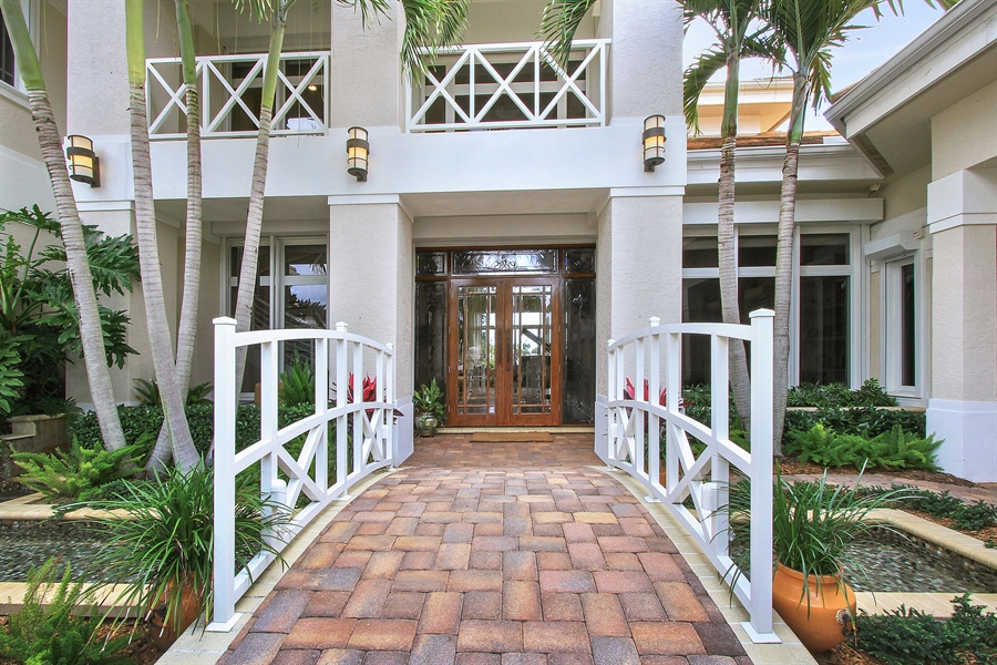 Real Estate Photography - 40 St. Thomas Drive, Palm Beach Gardens, FL, 33418 - Entrance