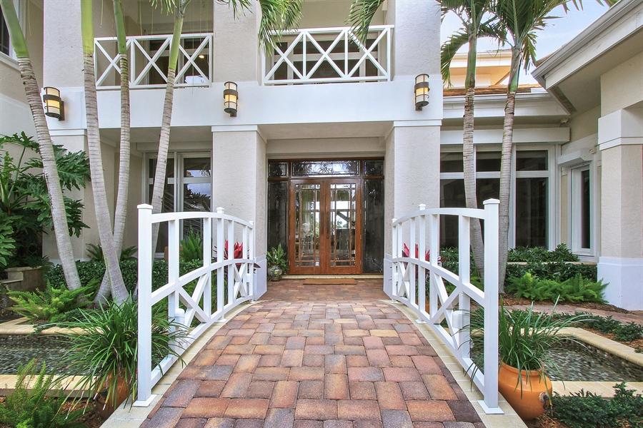 Real Estate Photography - 40 St. Thomas Drive, Palm Beach Gardens, FL, 33418 - Entrance