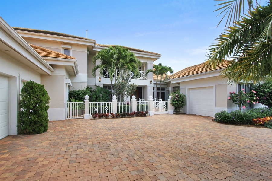 Real Estate Photography - 40 St. Thomas Drive, Palm Beach Gardens, FL, 33418 - Front View