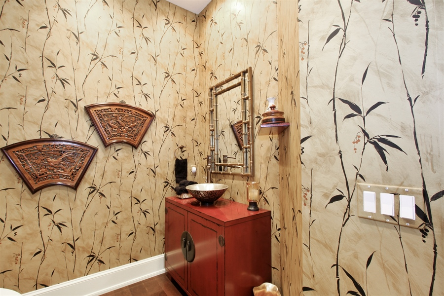 Real Estate Photography - 40 St. Thomas Drive, Palm Beach Gardens, FL, 33418 - Half Bath