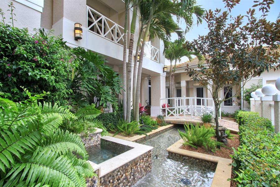 Real Estate Photography - 40 St. Thomas Drive, Palm Beach Gardens, FL, 33418 - Entryway