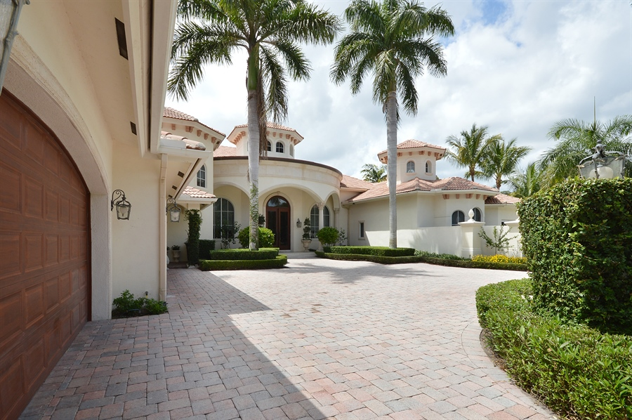 Real Estate Photography - 215 Grand Pointe, Palm Beach Gardens, FL, 33418 - Garage