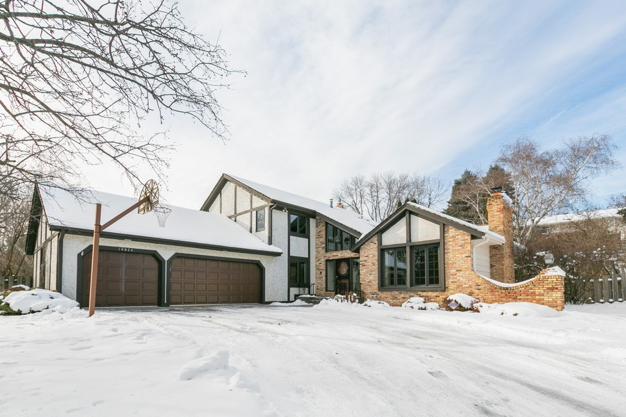 Real Estate Photography - 10924 Girard Curve, Bloomington, MN, 55431 - Front View