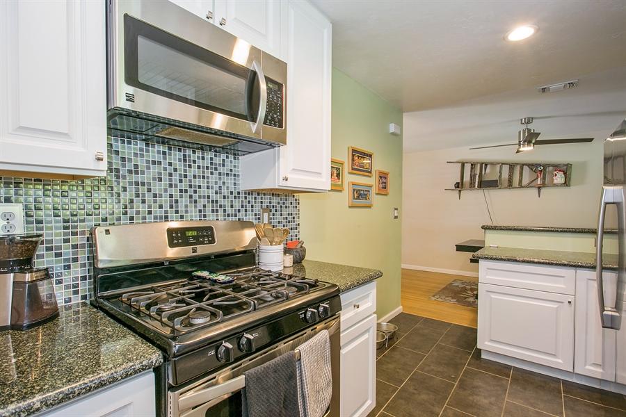 Real Estate Photography - 2319 Haldis Way, Sacramento, CA, 95822 - Kitchen