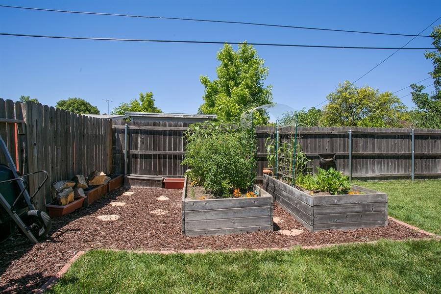 Real Estate Photography - 2319 Haldis Way, Sacramento, CA, 95822 - Garden