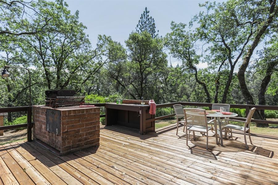 Real Estate Photography - 545 Conifer Ln.st, Auburn, CA, 95602 - Deck