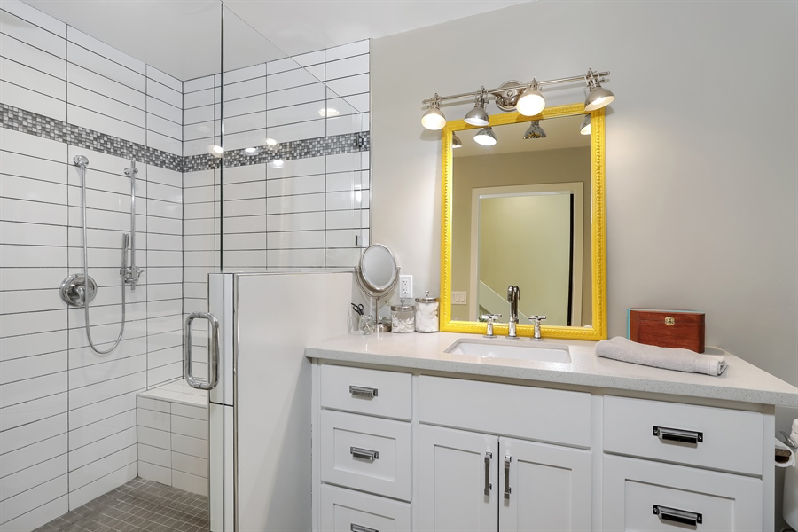 Real Estate Photography - 1140 Stags Leap Lane, Auburn, CA, 95602 - 2nd Bathroom