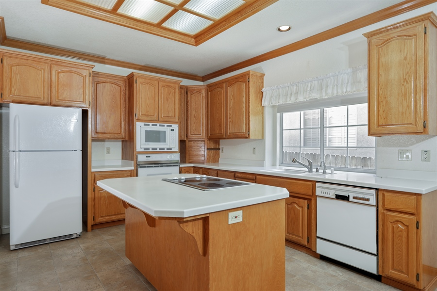 Real Estate Photography - 6896 Fallsbrook Ct, Granite Bay, CA, 95746 - Kitchen