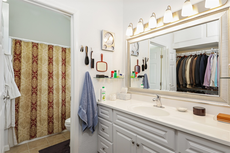 Real Estate Photography - 1019 Dornajo Way ##263, Sacramento, CA, 95825 - Master Bathroom