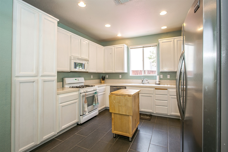 Real Estate Photography - 390 Dragonfly, Sacramento, CA, 95834 - Kitchen
