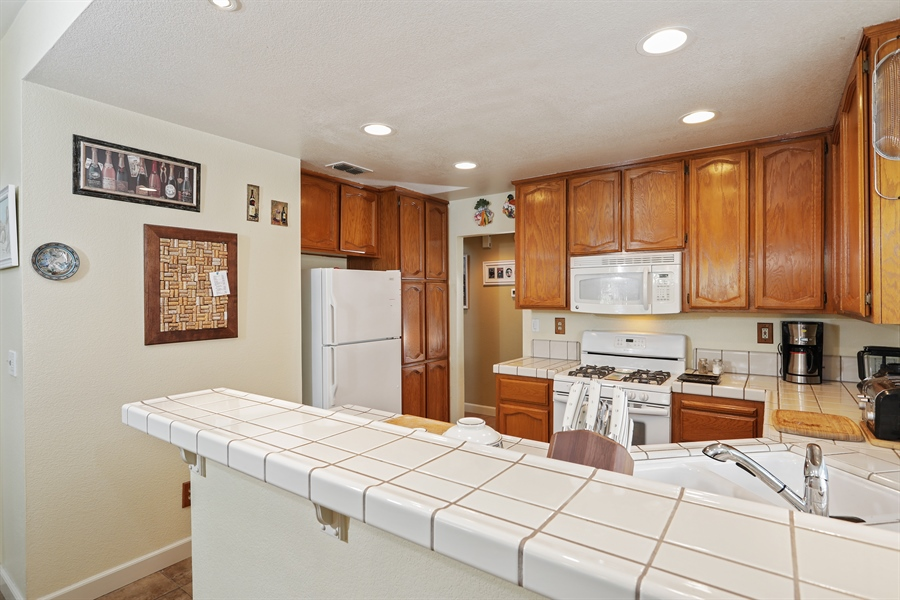 Real Estate Photography - 109 Harcourt, Folsom, CA, 95630 - Kitchen