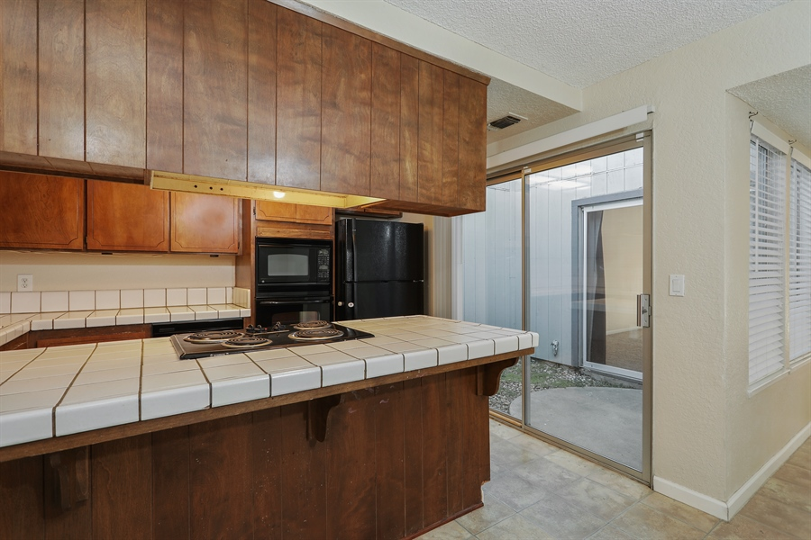 Real Estate Photography - 1169 Meadow Gate Dr, Roseville, CA, 95661 - Kitchen