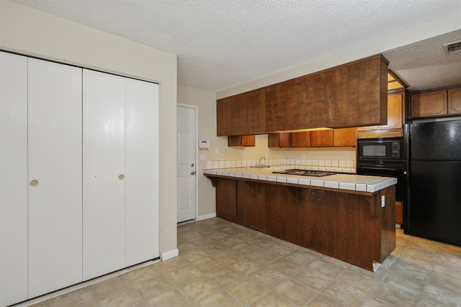 Real Estate Photography - 1169 Meadow Gate Dr, Roseville, CA, 95661 - Kitchen / Dining Room