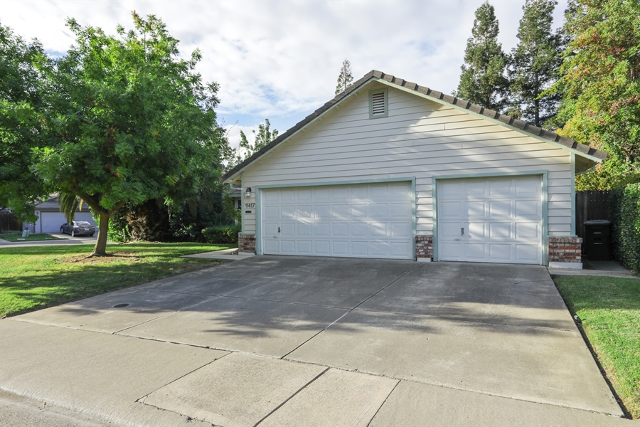 Real Estate Photography - 9417 Forest Vista Way, Elk Grove, CA, 95758 - Front View