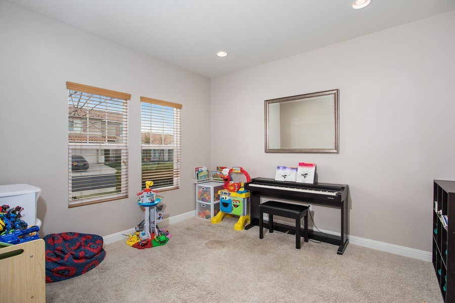 Real Estate Photography - 2264 Trimstone Way, Roseville, CA, 95747 - Living Room